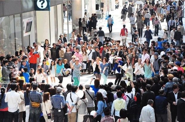 GU flash mob dance event fashion show