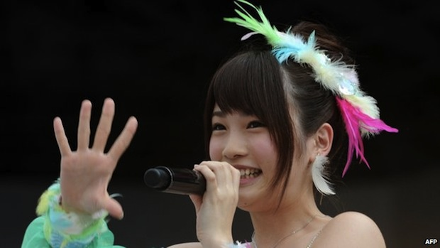 rina Kawaei attack akb48 fan saw hand shake event maim injured surgery