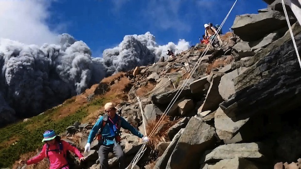 japan volcano eruption mountain mt ontake hikers climbers flee escape