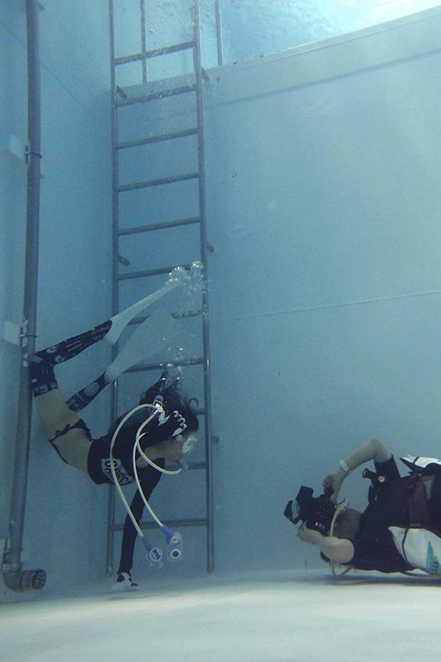 Underwater Knee-High G...
