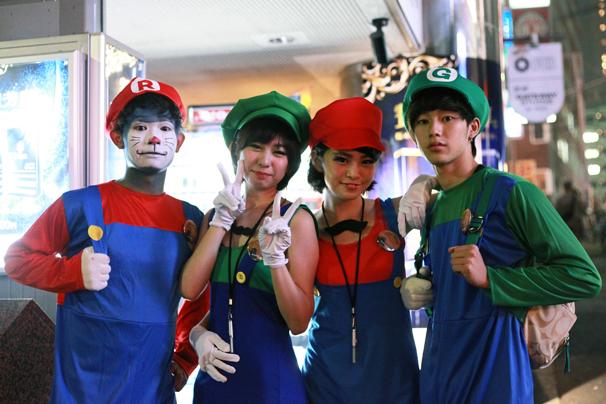 halloween costume cosplay shibuya tokyo october 31st 2014 mario luigi