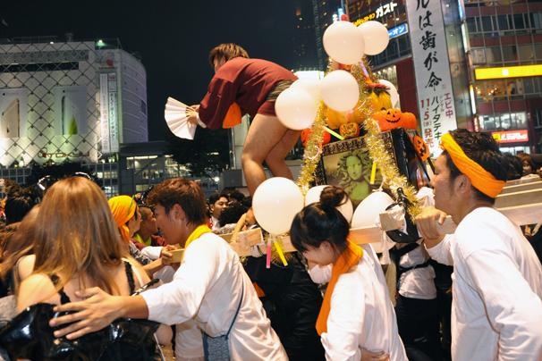 halloween costume cosplay shibuya tokyo october 31st 2014 omikoshi shrine matsuri