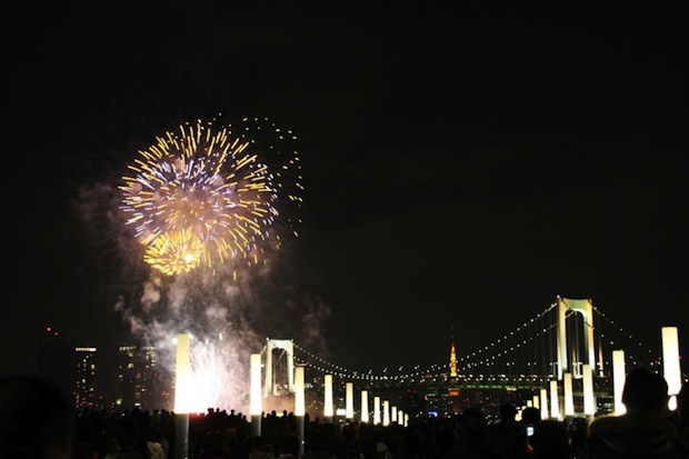 odaiba rainbow fireworks display