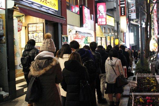 christmas eve japan tokyo shibuya kfc chicken queues lines
