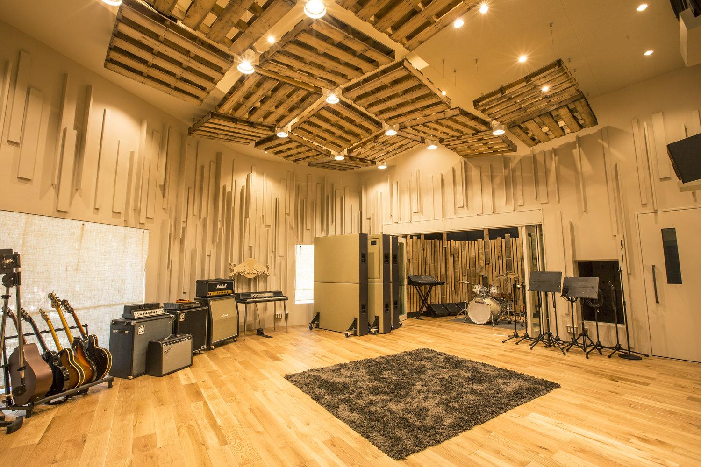 red bull studios tokyo aoyama kengo kuma