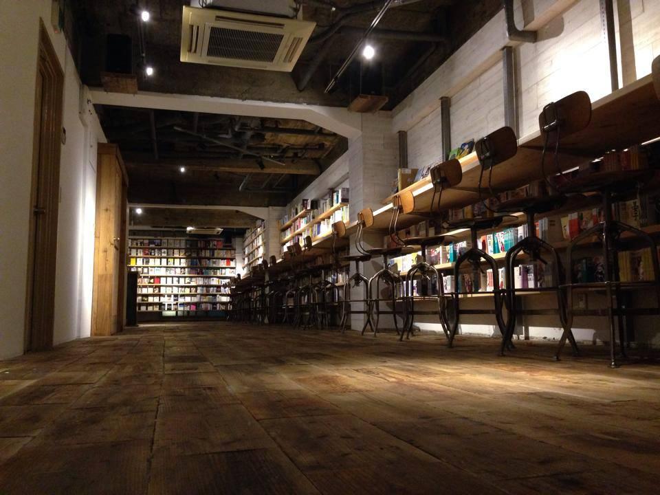 mori no tosho tsyo shitsu shibuya tokyo book bar library silent disco