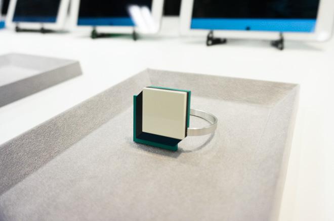 rikejo wearable device technology fashion female scientist gadget japanese trend