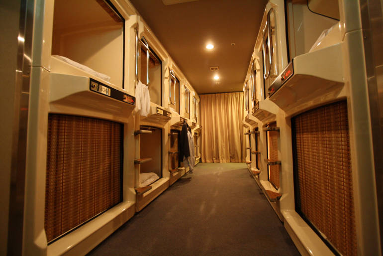 tokyo capsule hotel accommodation stay cheap