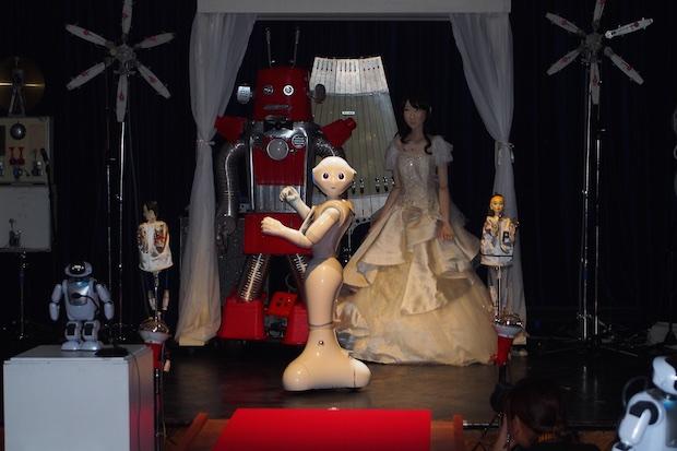 maywa denki frois roborin yukirin yuki kashiwagi akb48 android robot wedding marriage ceremony event japan tokyo spiral