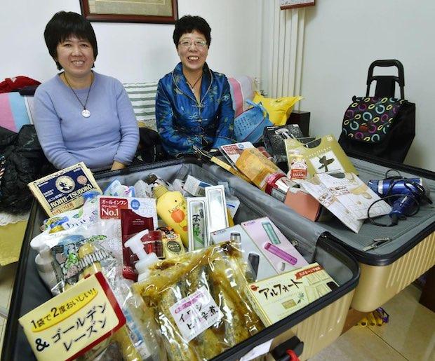chinese tourists bakugai shopping japan tokyo