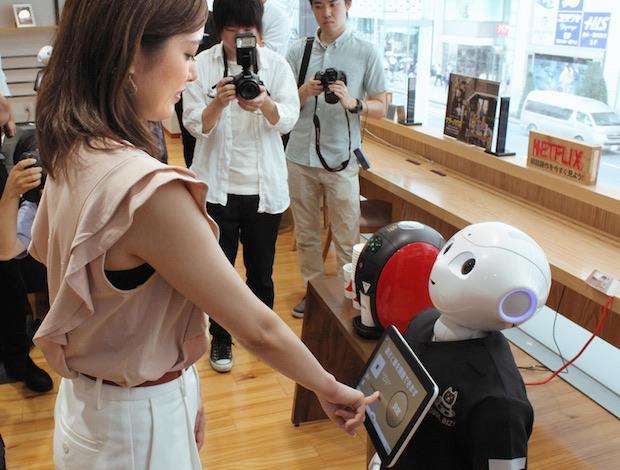 pepper robot japan tokyo softbank cafe coffee