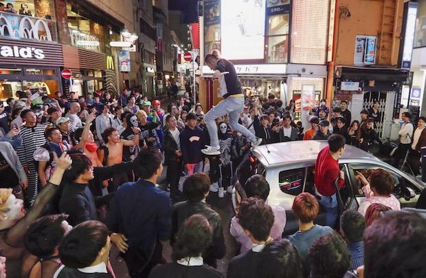 halloween shibuya tokyo japan street party riot arrests